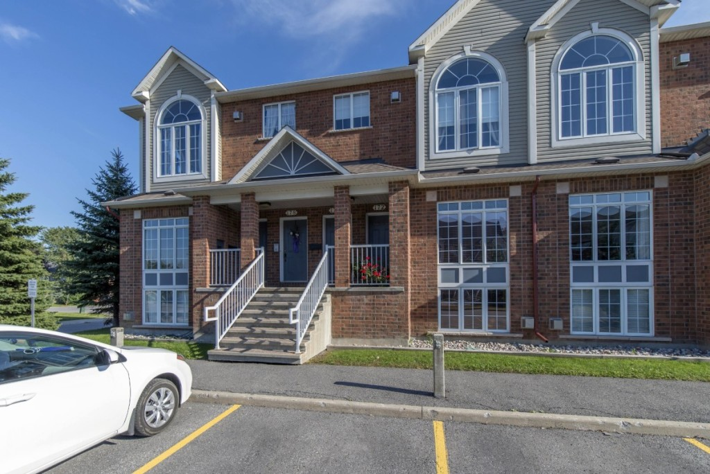 ottawa-condos-for-sale-in-kanata-beaverbrook-70-edenvale-drive-1