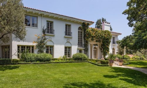 Angelina Jolie Buys: <br>2000 DeMille Drive