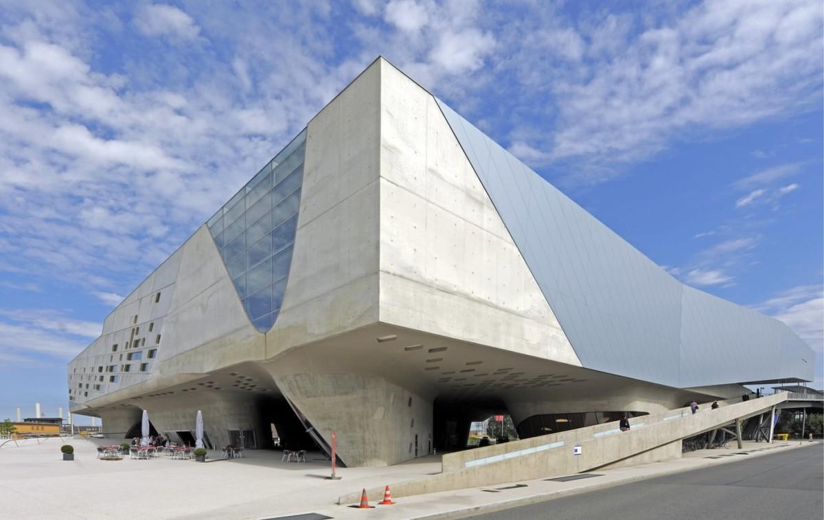 Architect zaha hadid for Architecte hadid zaha