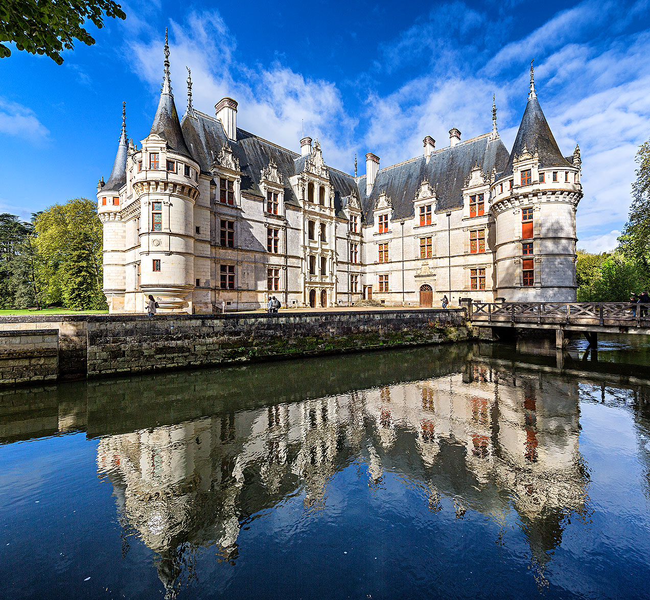 Architecture French Chateaux Chateau Azay Le Rideau Presented By The